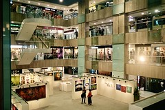 Art exhibition at Far East Plaza, Scotts Road Singapore 17 October 2019.  Pentax LX/Pentax SMC FA 24-90mm 3.5-4.5/Fuji Superia 400. (bxdcnpgb31) Tags: art mall singapore paintings shoppingcentre shoppingmall artworks artexhibition fareastplaza scottsroad artloverso orchardroad