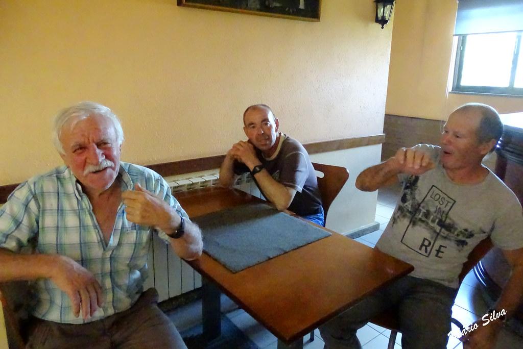 """Água Frias (Chaves) - ... na conversa, descontraída, no """"Café Russo"""" ..."""