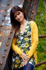 RETRATO EN UN PUENTE DE HIERRO (marthinotf) Tags: posado retrato modelo amiga puentedehierro retratodeunasonrisa lamirada bellezafemenina bellezanatural
