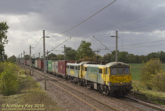 86637+86607_18-10-2019 (LinesideSouthEast) Tags: acelectric britain british catenary class86 class86s classeightysix classeightysixes england english freight freightliner gb gemainline geml greatbritain greateastern greateasternmainline loco locohauled locomotive mainline overheadwiring rail railfreight railroad railways sunny track tracks train trains transport uk unitedkingdom wagon wagons