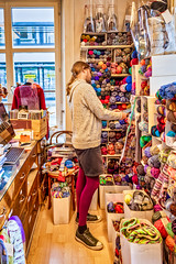 Zürich, in the Wool Shop (karlheinz klingbeil) Tags: strumpfhose wolle wool shop geschäft stricken knit knittingmenintights tights collant menschen people mode fashion nikon d750 28300 nikkor28300