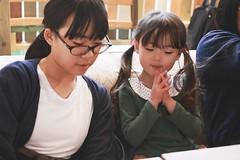SAKURAKO and SAKIKO - BleuPaon BAKESHOP. (MIKI Yoshihito. (#mikiyoshihito)) Tags: sakiko 咲子 さきこ サキコ daughter 次女 3歳9ヶ月 secondeldestsister sakurako 櫻子 さくらこ 娘 サクラコ 長女 11歳 eldestdaughter bleupaonbakeshop bleupaon bakeshop ブルーパン ブルーパンベイクショップ