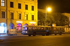 Der MAN/Göppel-Gelenkbus 145 steht am Odeonsplatz bereit zur Abfahrt nach Ramersdorf (Frederik Buchleitner) Tags: 145 890ugm16a bus gelenkbus göppel langenachtdermuseen linieo7 man munich museumslinie museumsnacht münchen ocm odeonsplatz omnibus omnibusclub omnibusclubmünchenev