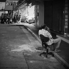 (a.pierre4840) Tags: olympus omd em10 micro43 cmount schneider kreuznach xenon 25mm f095 bw blackandwhite noiretblanc nightshot streetphotography squareformat 11 kowloon hongkong dof depthoffield bokeh