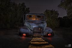 Clásicos de la Noche (Oxido y luces) (JoseQ.) Tags: camion oxido angular luces sombras chatarra iluminacion campo noche nocturna estrellasnight
