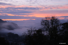 Morgenrot im Herbst (phototom12) Tags: emmental nebel herbst morgen herbstmorgen morgenrot