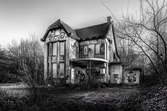 Spooky House (Pieter de Knijff Photography) Tags: spooky house villa bw blackandwhite monochrome urban exploring urbex abandoned decay doel bel belgium