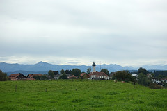 2019-09-22 Osterseen 065 Iffeldorf, St. Vitus (Allie_Caulfield) Tags: foto photo image picture bild flickr high resolution hires jpg jpeg geotagged geo stockphoto cc 2019 sommer summer oberland oberbayern bayern bavaria osterseen iffeldorf starnberg weilheimschongau fohnsee mirror lake wanderung hike forest fall autumn herbst