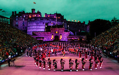 The Royal Edenburgh Military Tattoo 2019 (Matthias-Hillen) Tags: tattoo scotland schottland edinburgh castle burg matthias hillen matthiashillen royal military 2019 flag flagge pipeband massed bands pipes drums dudelsack bagpipes bagpipe pipe