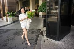 stride (kuuan) Tags: voigtländerheliarf4515mm manualfocus mf voigtländer15mm aspherical f4515mm superwideheliar apsc sonynex5n vietnam saigon lady woman stride walk city flowers hair