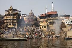 Varanasi - Burning Ghat (Rolandito.) Tags: asia asie asien india inde indien burning ghat gat ganga river ganges benares varanasi