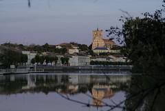 Saint Savinien au soleil couchant (joëlroselier) Tags: village rivière eau coursdeau clocher soleilcouchant crépuscule reflet église charente