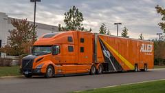 Volvo VNL860 (NoVa Truck & Transport Photos) Tags: volvo vnl860 drom dromedary allied van lines moving storage hhg home household goods bayshore truck big rig 18 wheeler