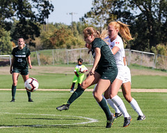 Passing to the inside - Explored (RPahre) Tags: soccer football universityofillinois urbana illinois demirjianpark msu michiganstateuniversity michiganstate attack pass hannahjones eileenmurray explored