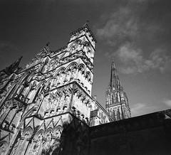 Salisbury Cathedral - Salisbury, England (IV2K) Tags: salisburyuk salisbury salisburyengland england uk unitedkingdom salisburycathedral mamiya mamiya7 mamiya7ii mediumformat 120 120film ilford ilfordfilm ilforddelta ilforddelta400 delta400 grain grainy pushprocessed push1