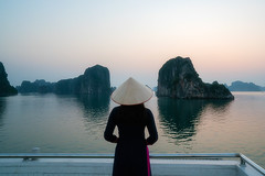 halong bay (Roberto.Trombetta) Tags: vietnam traditional wooden dress hat culture vietnamese people tourist summer woman girl water sony alpha 7rm2 7rii batis225 carl zeiss batis 25 fine art fineart persone asia mother future cielo acqua island center landscape from behind hope barefoot shoeless rose flower old viet nam halong bay unesco heritage sunset cruise honeymoon romantic panorama sea ocean silhouette lone solitude