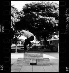 (Kevin-Horn) Tags: 35mm kodak trix 400 skateboarding nikon f4