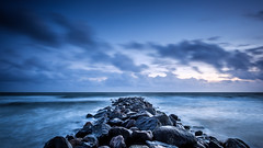 Hvidbjerg Strand II (Stefan K0n@th) Tags: fujifilmxt2 longtimeexposure seaside sea sky ocean autumn wind denmark blåvand hvidbjergstrand fujinonxf14mm28 bluehour groin groyn