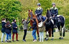 M E Paarden worden geaaid (Roel Wijnants) Tags: politie me paarden politiehaaglanden inzet rellen roelwijnants wandelvondst wandelen roelwijnantsfotografie somerightsreserved ccbync hofstijl haagspraak denhaag thehague absoluteleythehague cityilove fotogebruik licentievoorwaarden