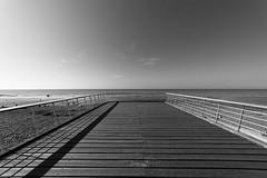Vue sur mer (Jacques Isner) Tags: veuleslesroses normandie noiretblanc pentax pentaxart pentaxflickraward pentaxk1 samyang14mm samyang jacquesisner plage