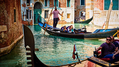 zigzag (khrawlings) Tags: gondola gondolier canal water venice italy