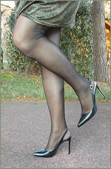 2019  - Karoll  - 009 (Karoll le bihan) Tags: escarpins shoes stilettos heels chaussures pumps schuhe stöckelschuh pantyhose highheel collants bas strumpfhosen talonshauts highheels stockings tights