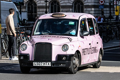 LTI TX4 in Pretty Little Thing livery (Ian Press Photography) Tags: cab carriage car cars transport taxi taxis london international lti tx4 pretty little thing livery