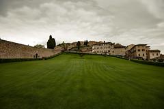 Umbria_201904_DSC6453 (Maarten1979) Tags: italy italia umbria assisi church churchyard