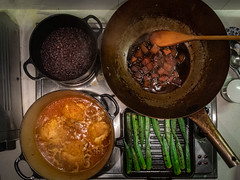 Tight Cooking Quarters, Braised Chicken Chaing Mai-Style (Ook Gui), Red Cooked Japanese Pumpkin, Grilled Okra and Black Rice (hathaway_m) Tags: theduchess food dinnerdiva thai chinese okra chicken chinghehuang hongthaimee bangkok