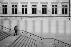 pause (michael.mu) Tags: 35mm berlin leica mm246 monochrom summicron yellowfilter museuminsel jamessimongalerie streetphotography blackandwhite bw