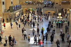 3080-Non Rush Hour at Grand Central Station (Eclectic Jack) Tags: september 2019 trip nyc city york new newyorkcity grand central station terminal avenue 42nd grandcentralstation apple big people floor