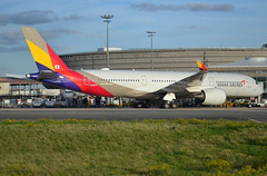 HL8078, Airbus A350-941, c/n 094, Asiana Airlines, CDG/LFPG, 2019-10-11, docked at gate and althogether bringing back the sun !!! (alaindurandpatrick) Tags: hl8078 cn094 a350 a350900 a350941 airbusa350941 airbusa350 airbusa350900 jetliners airliners airlines oz aar asiana asianaairlines airports cdg lfpg parisroissycdg aviationphotography