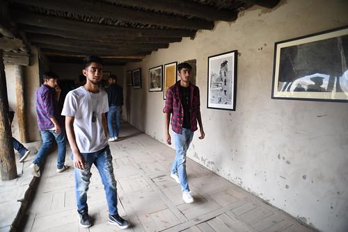 Tourists at Leh Palace 9483
