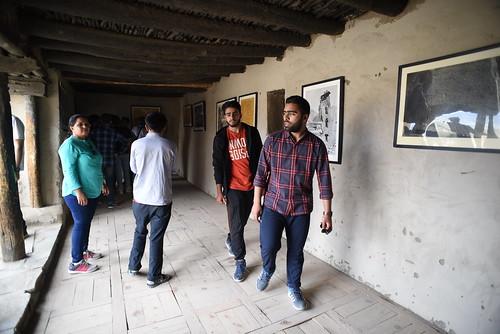 Tourists at Leh Palace 9479