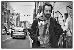 DSCF9370 (srethore) Tags: photo de rue street bw candid people meike 35mm