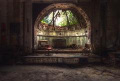 Musik liegt.....aufm Boden (JOP-76) Tags: stage bühne ballsaal decay abandoned verlassen kaputt exploration