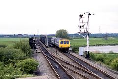 13/05/1987 - Gainsborough (Trent Junction), Lincolnshire. (53A Models) Tags: britishrail metropolitancammell class101 dmu diesel passenger trentjunction gainsborough lincolnshire train railway locomotive railroad