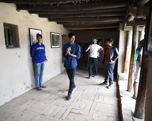 Tourists at Leh Palace 9490