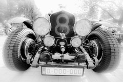 Bentley Blower 1929 - 1930 (vale0065) Tags: headlights tires brakes remmen banden suspension ophanging vering blower supercharger bentley oldtimer classiccar racecar race sportauto sportscar sportwagen wideangle groothoek car auto kompressor front voorkant 8 eight acht radiator blackwhite bw zwartwit monochrome monochroom