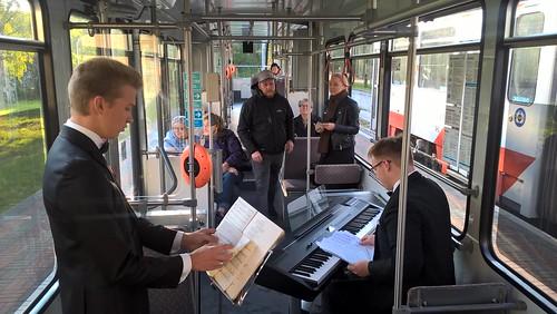 Ansambel Kolm Musketäri Georg Otsa trammis