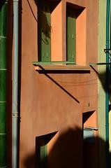 MATIN SUD (Jean-Luc Léopoldi) Tags: fenêtres ocre lumière soleil matin ombres couleurs sud façades