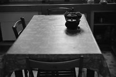 Le silence dans la cuisine... c'est bien aussi... (woltarise) Tags: argentique film professional dp100 ilforddelta100 leicam6 sud voyage france seressourcer paisible harmonie ambiance amie l'intimitéd'unlieupartagé cuisine marseille