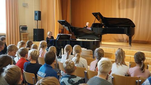 Kai Ratassepp ja Mati Mikalai Tabasalu muusikakoolis. Foto: Kairi Kalm