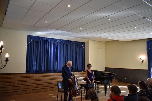 Peeter Paemurru (tšello) ja Piia Paemurru (klaver) Kullamaa kultuurikeskuses