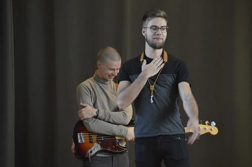 Tobias Tammearu (saksofon), Kristjan-Robert Rebane (kontrabass), Martin Petermann (trummid) Vinni-Pajusti gümnaasiumis. Fotod: Margo Müller
