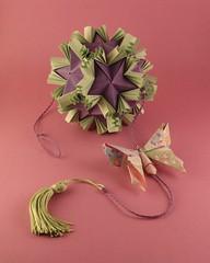Kusudama Batafurai – Tomoko Fuse (pjoffily) Tags: origami kusudama mobile móbile