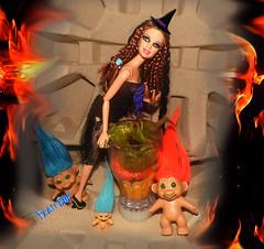 🔮🌛A bruxinha e os duendes🌜🎃 (FranBoy Monteiro) Tags: halloween red black doll dolls toy toys boneco bonecos boneca bonecas cute pretty beauty love amor fashion fashionista fashionistas moda outfit clothes look model models gay gayguy guy boy fun diversão cool handsome awesome barbie ken princess witch troll