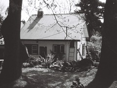 Cottage (Matthew Paul Argall) Tags: kodakgimini fixedfocus 110 110film subminiaturefilm lomographyfilm 100isofilm blackandwhite blackandwhitefilm architecture building cottage