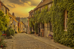 La vecchia strada / The old street (Rye, East Sussex, United Kingdom) (AndreaPucci) Tags: rye eastsussex uk mermaid street inn andreapucci
