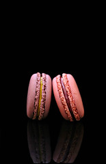 2019 Sydney: 2 Macarons (dominotic) Tags: 2019 macaron 2macarons meringue food reflection blackbackground yᑌᗰᗰy foodphotography explore sydney australia